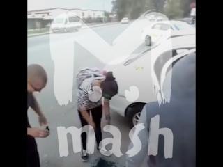 Таксист заставил подростков умыться зелёнкой в Хабаровске