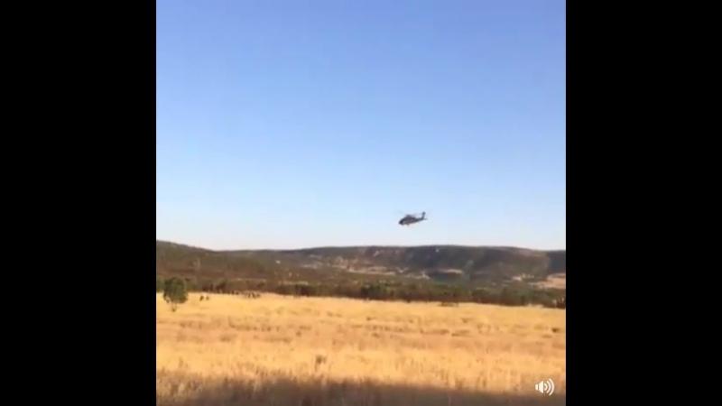 Operasyon sonrası timleri selamlayan Türk Pilotu
