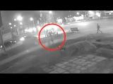 На Эльмаше камера сняла, как отец бросил на асфальт 4-летнего сына