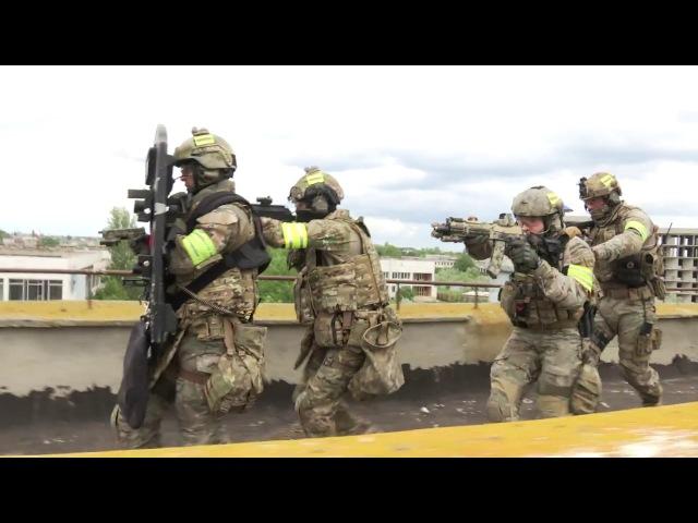 Спецназ ФСБ освобождает пансионат Оперативное видео