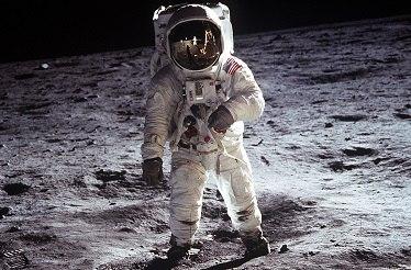 человек на луне