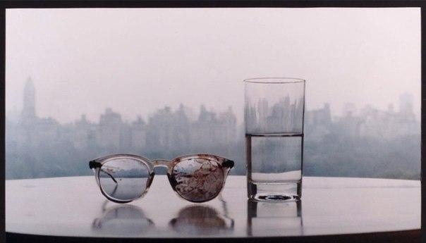 Окровенённые очки Джона Леннона.