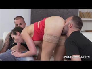 Сцена с порно актрисой yasmin scott из порнофильма share my wife (2016)