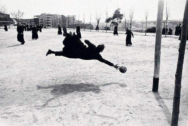 Семинаристы играют в футбол, Мадрид Испания, 1962