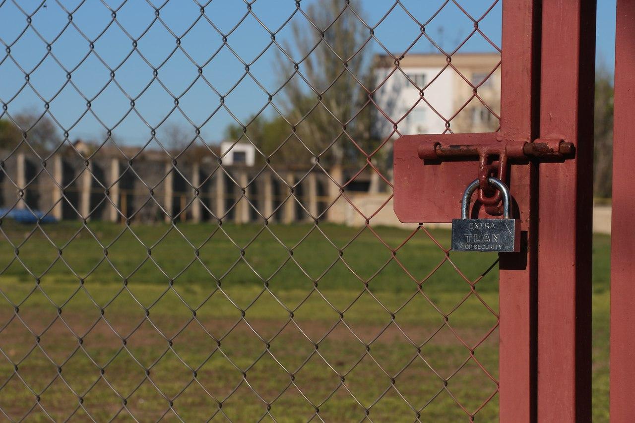 """Футбольное поле """"Кристалла"""" непригодно к использованию футболисты вынуждены арендовать другое"""
