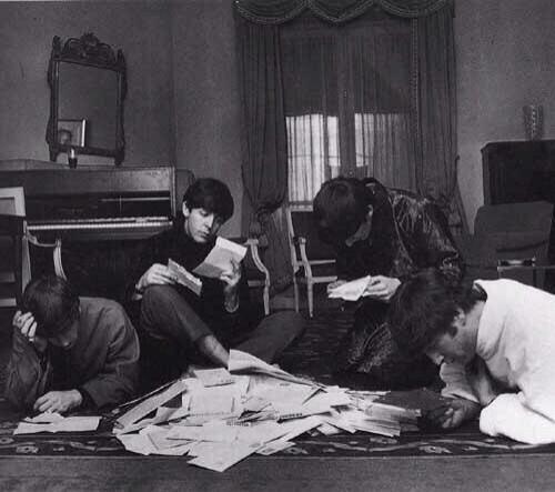 The Beatles читают и отвечают на письма