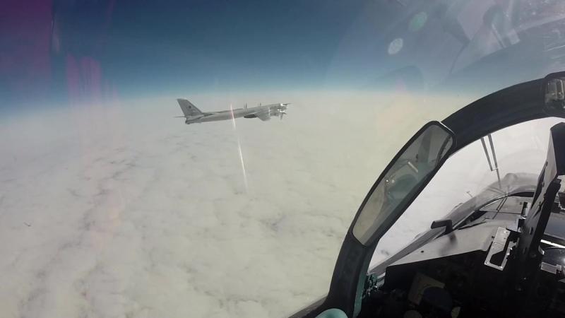 Ту-95МС ВКС РФ в сопровождении Су-35С выполнили плановые полеты над нейтральными водами Тихого океана вдоль Алеутских островов