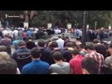 Коллективный зухр намаз - прямо у посольства Мьянмы в центре Москвы