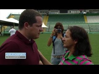 Repórter do SporTV, Guido Nunes CHORA AO VIVO e recebe abraço da Mãe do goleiro Danilo | HD