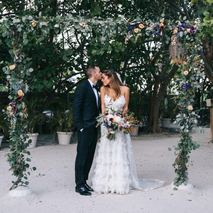 Ku RYFrnHS0 - Свадьба в стиле пляжной вечеринки в Майами (27 фото)