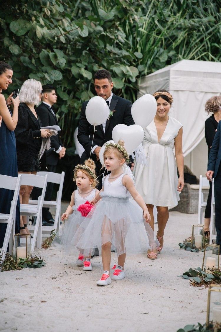 PyVz LEtOWM - Свадьба в стиле пляжной вечеринки в Майами (27 фото)