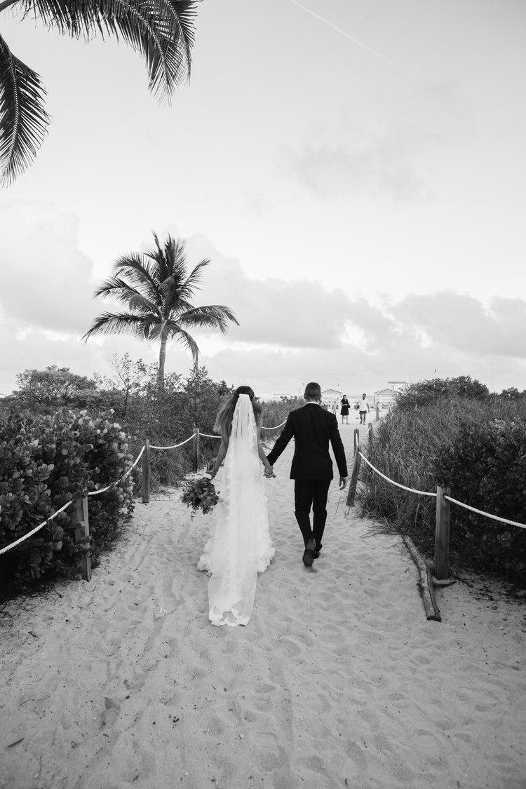 VUdcmQf8WZ0 - Свадьба в стиле пляжной вечеринки в Майами (27 фото)