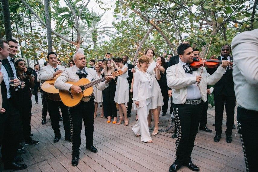 OmsSAjtjLiM - Свадьба в стиле пляжной вечеринки в Майами (27 фото)