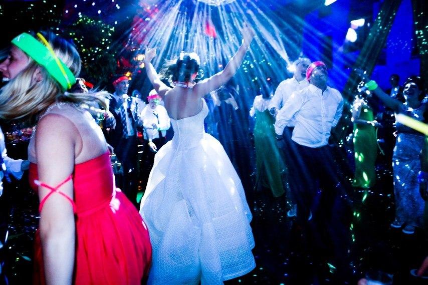 kadcgl0Udkg - Свадьба на острове (20 фото)