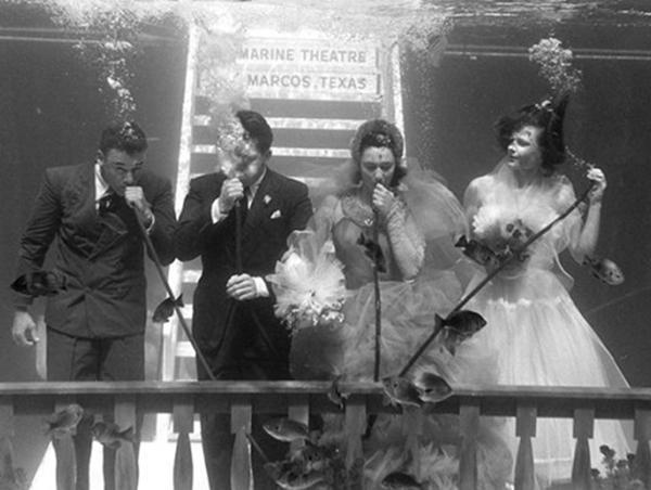 WemoRsCMDzs - Первая свадьба под водой: как давно это было (10 фото)