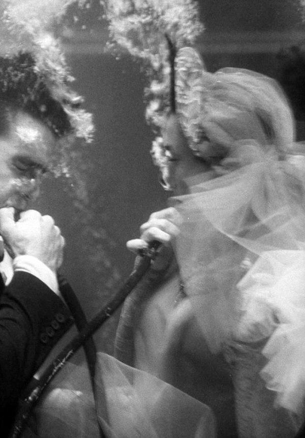 zif 4hxd2dU - Первая свадьба под водой: как давно это было (10 фото)