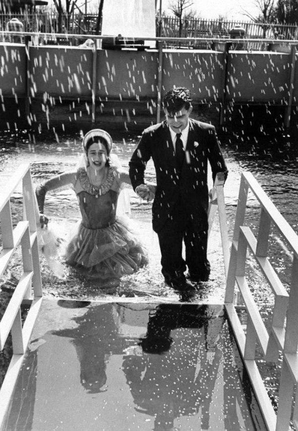 Первая свадьба под водой: как давно это было (10 фото)