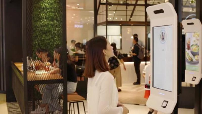 Alipay запустила в китайском KFC технологию оплаты заказа улыбкой