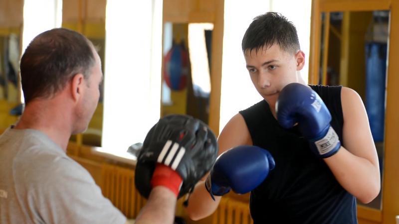 НЕМНОГО БОКСА. Поснимал сегодня 11-летнего племянника на тренировке у Сергея Макарова