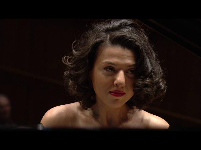 Khatia Buniatishvili - Tchaikovsky: Piano concerto No 1 in B flat minor
