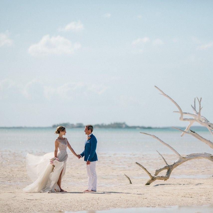 6VTiBW7L2Uc - Предыстория красивейшей свадьбы на пляже (32 фото)