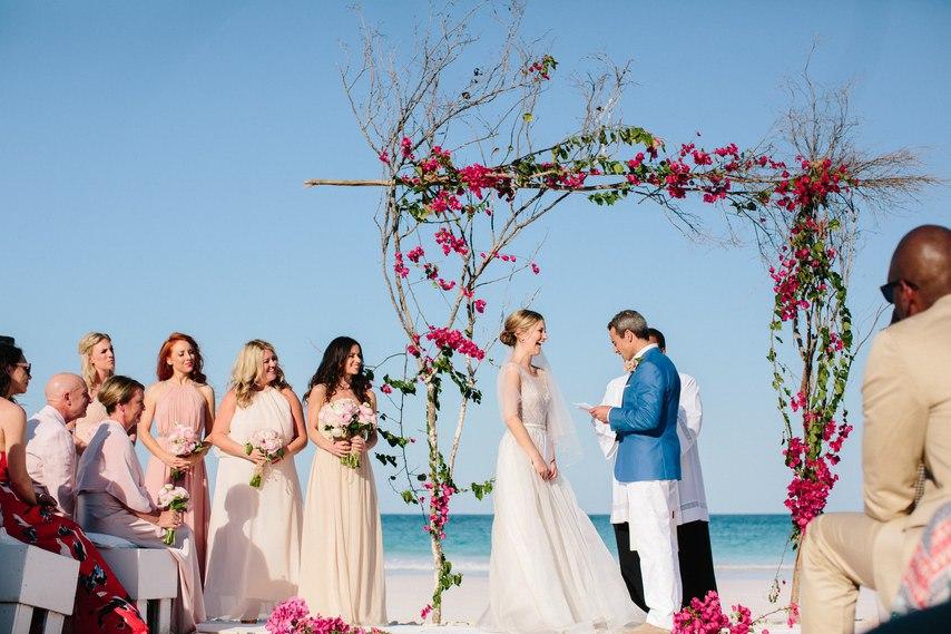 pRwosrxHTSg - Предыстория красивейшей свадьбы на пляже (32 фото)