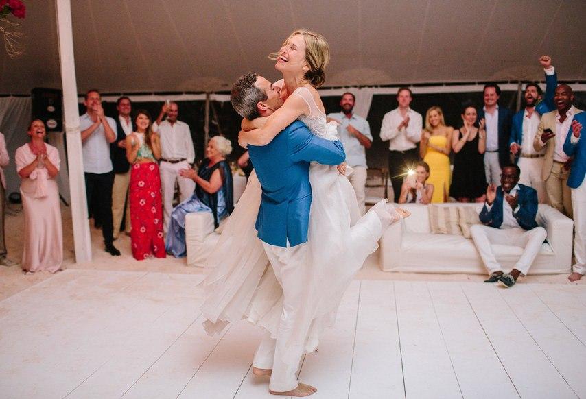 a2Ugrr7XLsg - Предыстория красивейшей свадьбы на пляже (32 фото)