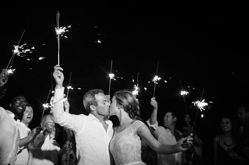 d44KSPcEo9I - Предыстория красивейшей свадьбы на пляже (32 фото)