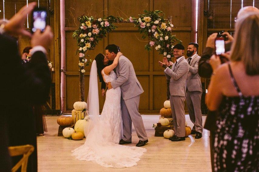 yVzSDz6ISHA - Свадебный ведущий или почетный регистратор (22 фото)