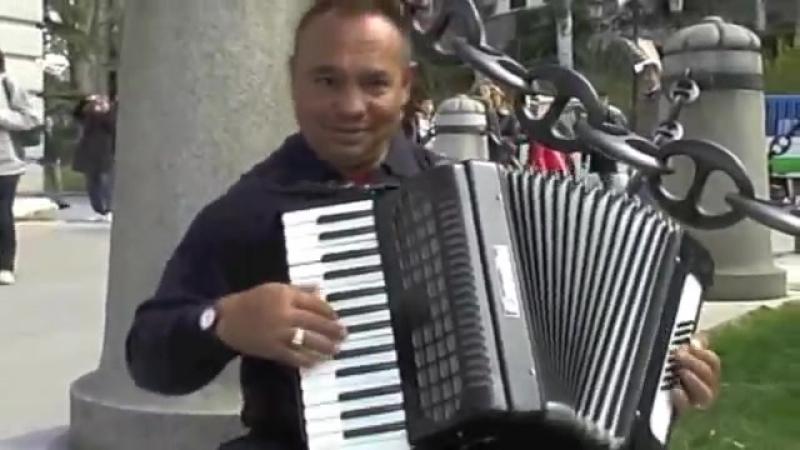 Уличный музыкант-виртуоз в Мадриде