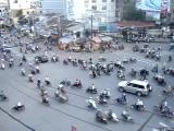 Час пик во Вьетнамском городке