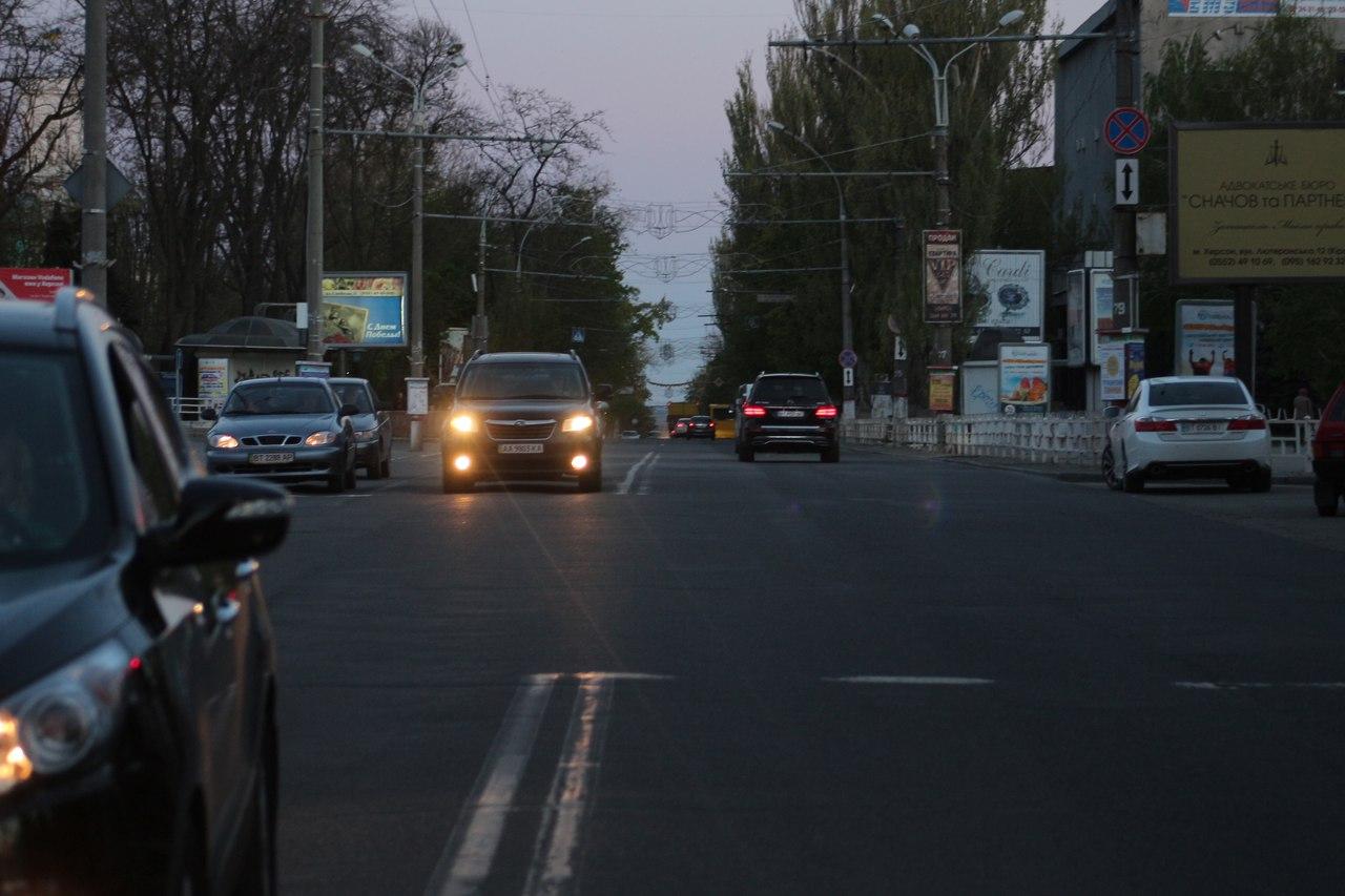 Херсонские чиновники ремонтируют дороги там где ремонт не нужен (фото)