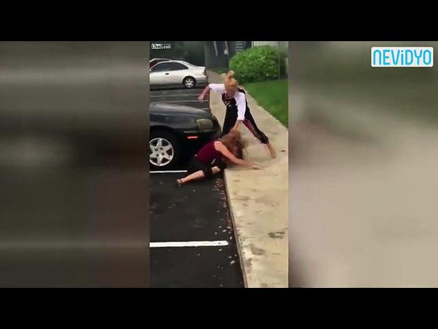 Koşa koşa dayak yemeye gitti - Dailymotion Video