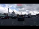 Водитель повредил ногу в аварии с отлетевшим от фургона контейнером