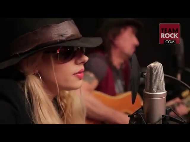 Richie Sambora and Orianthi- Livin' On A Prayer (Music Video)