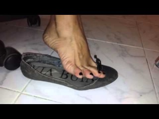 Heelpopping and wiggling toes in trashed flats.