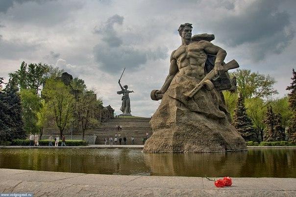 Героям Сталинграда рукоплескал весь мир.