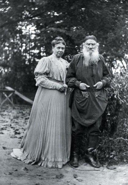 Лев Николаевич Толстой со своей женой Софьей