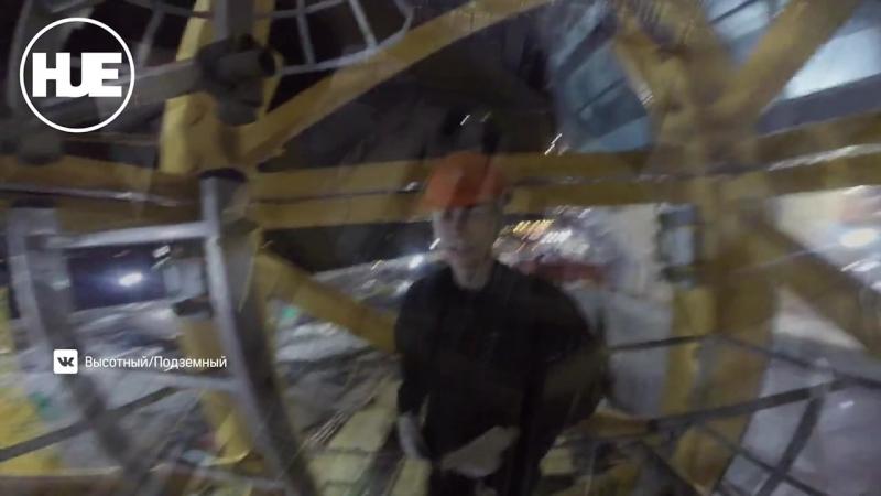 В Северной столице руферы под видом строителей залезли по лесам на здание Газпрома