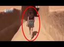 Прогулка модели в коротких юбке и топе вызвала скандал в Саудовской Аравии.