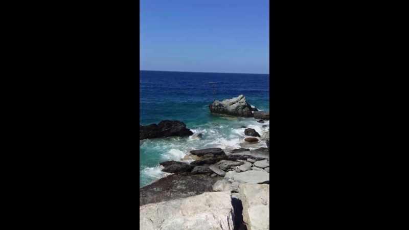 Безумно красивое море, можно смотреть бесконечно...