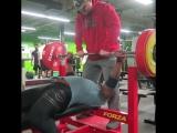 Кевин Оук - присед 381 кг х 2 повтора, жим лежа 205 кг на 5 повторов