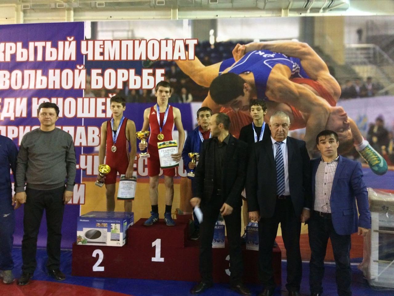 Спортсмены из Зеленчукского района призеры открытого турнира по вольной борьбе