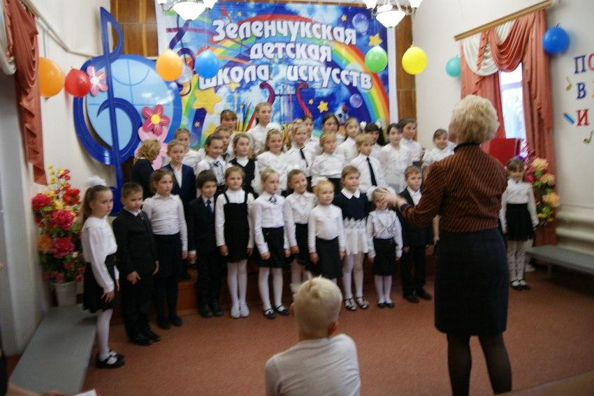 В Зеленчукской детской школе искусств «Лира» прошло «Посвящение в музыканты и художники»