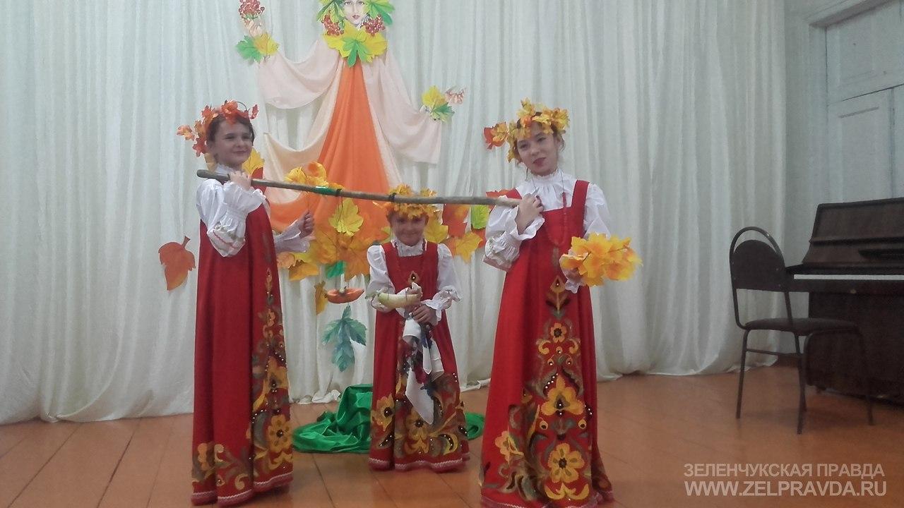 В Кардоникской детской школе искусств прошел фольклорный праздник «Рябинник»