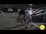 Араб с сумкой жжет