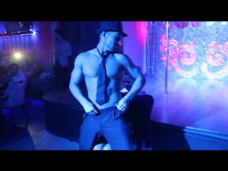 Мужской стриптиз на 8 марта в ночном клубе