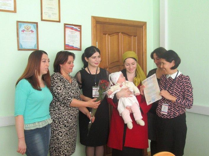 В Зеленчукском районе торжественно вручили сертификаты на материнский капитал