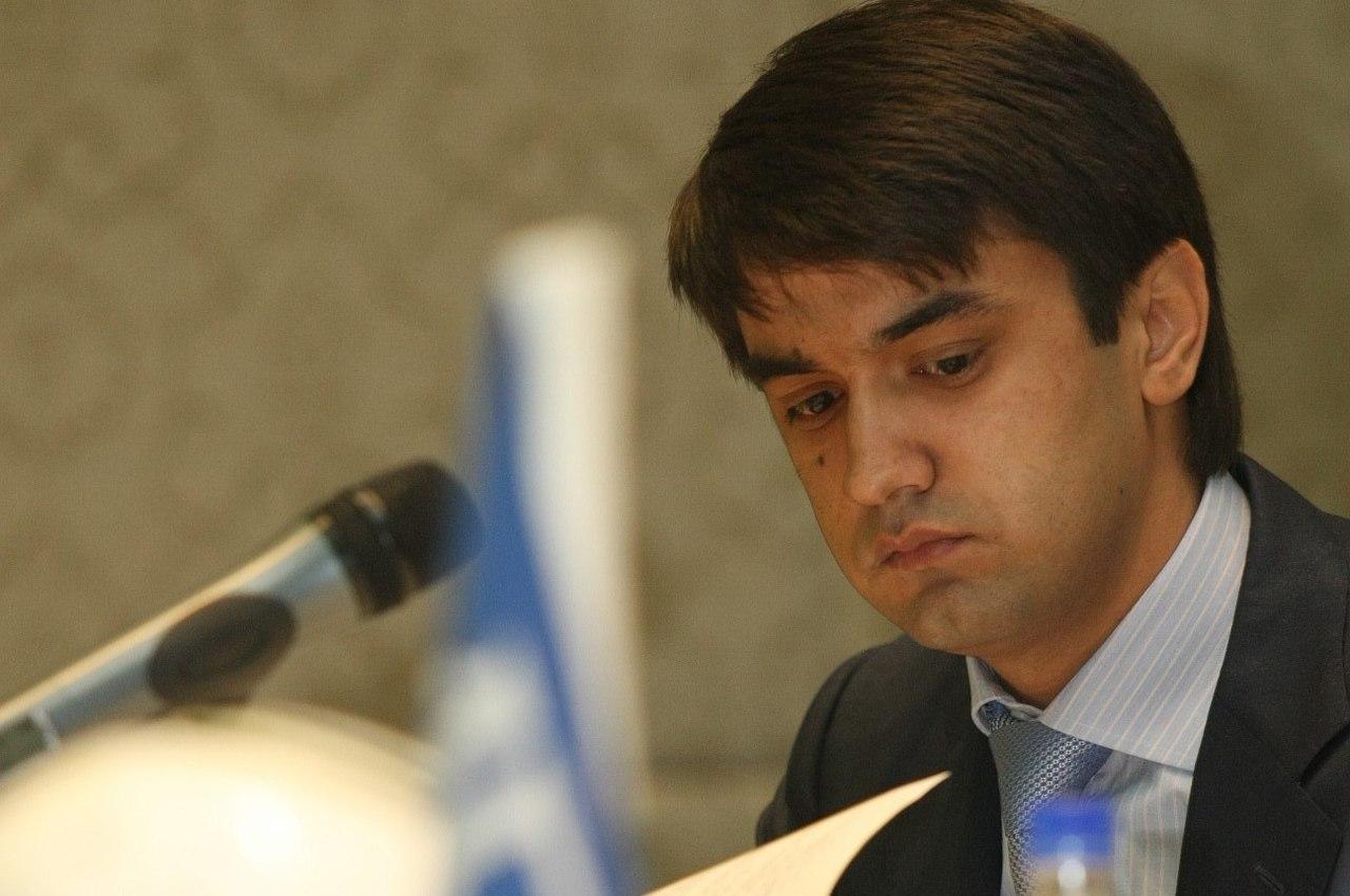 Рустам Эмомали еще в течение года не может быть избран сенатором Таджикистана