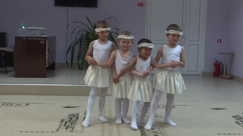 Подающие надежды балетной труппы Большого театра.Танец Маленьких лебедей.